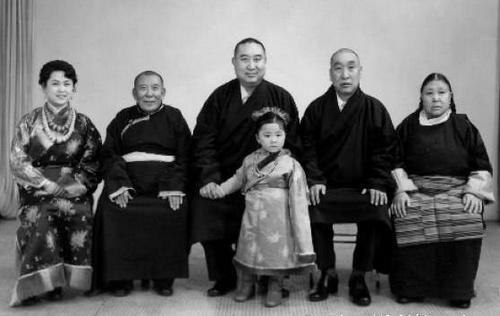 十世班禅的传奇婚姻 夫人是军人家庭大美女