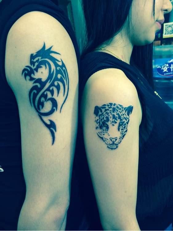 手臂狼纹身图案作品图片