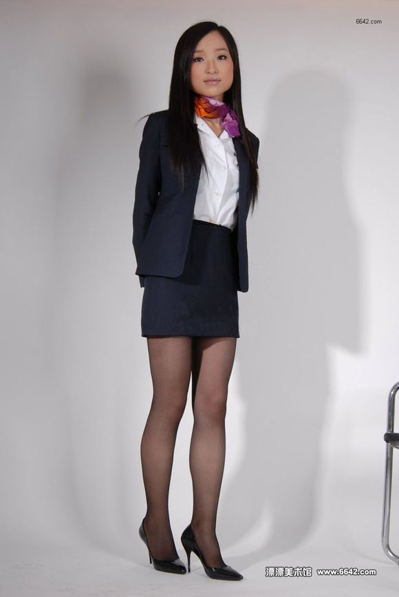 发一些制服短裙丝袜高跟鞋美女