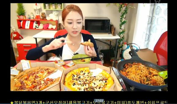 韩国另类职业好赚钱 女子直播吃饭月入可达上万