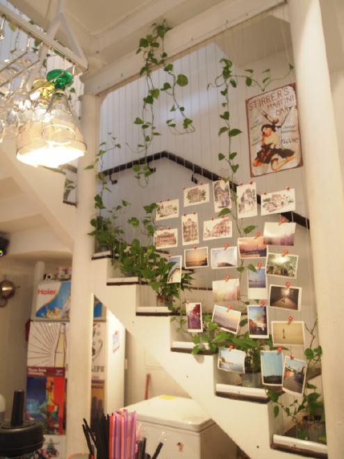 别墅楼梯的创意设计图片