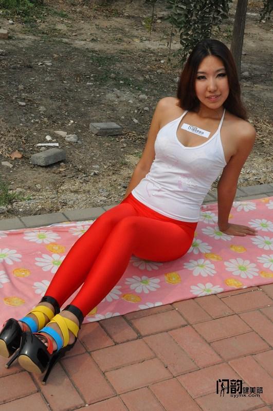 裤美女模特户外秀