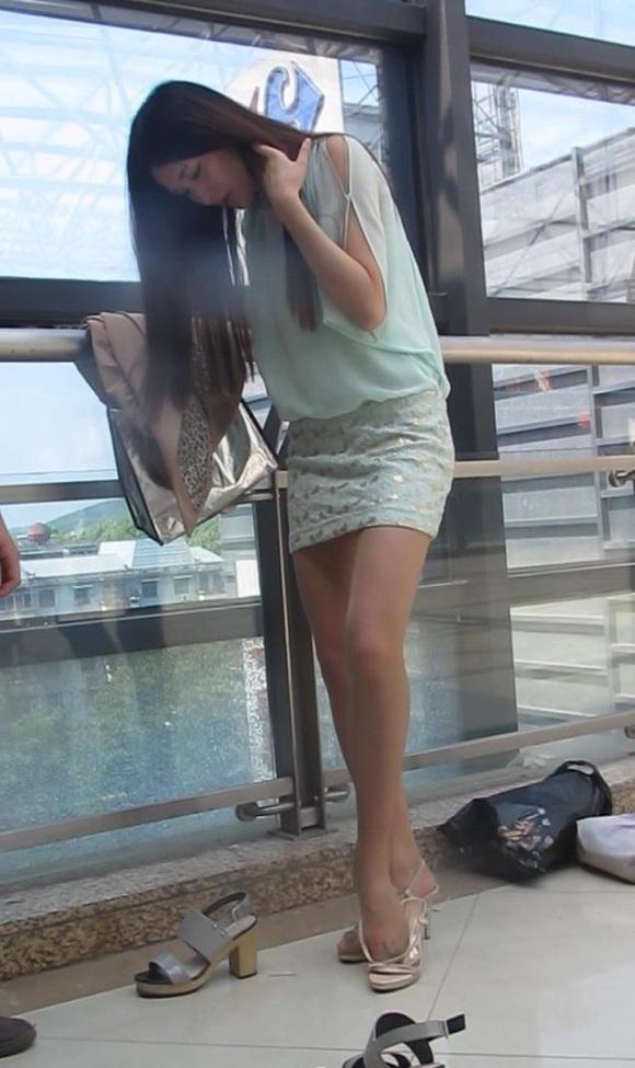 大忽悠忽悠长发美女试穿肉丝和高跟鞋然后回收肉丝