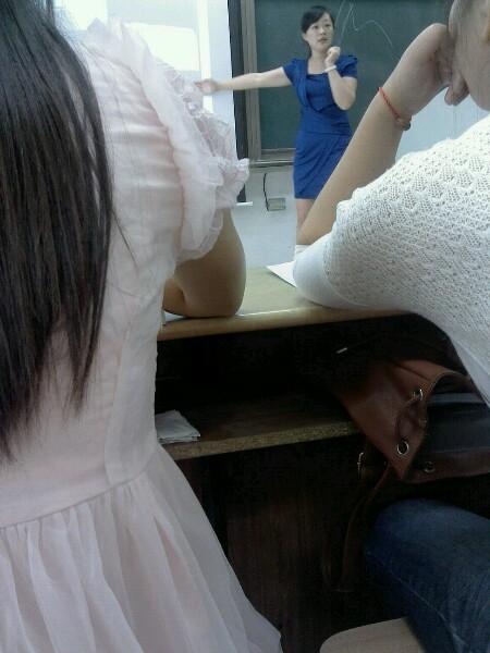 我第一次看到美女老师―武洪玲