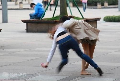 中国女人打架可谓彪悍呐!