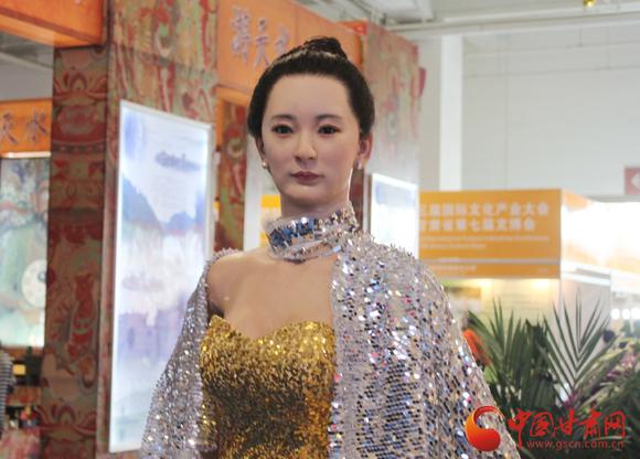 【实时科技】高仿真美女机器人亮相第七届甘肃文博