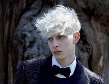 银白的头发挑染图片