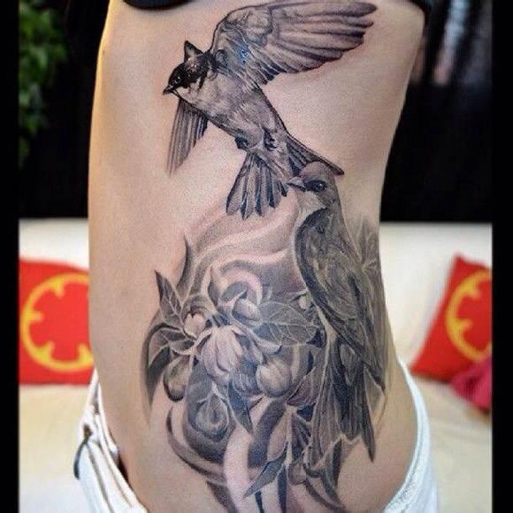纹身的女人最美 永夜君王吧
