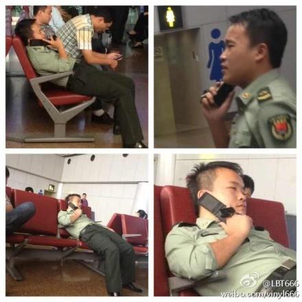 机场一个军人在接电话,满嘴脏话!坐姿比旁边任何人都有型儿,现在图片