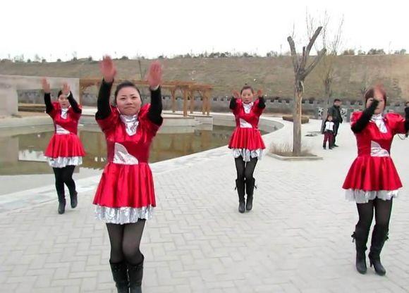 还是年轻美女广场舞