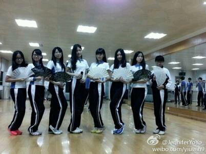 深圳初中学生顶起 校服吧 百度贴吧 高清图片