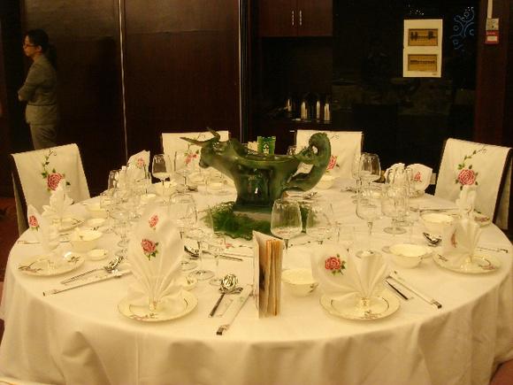 (六)中餐宴会摆台的程序与标准图片