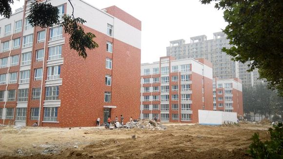 新宿舍楼ok了,看图.新教学楼走起…_聊城大学东昌学院图片