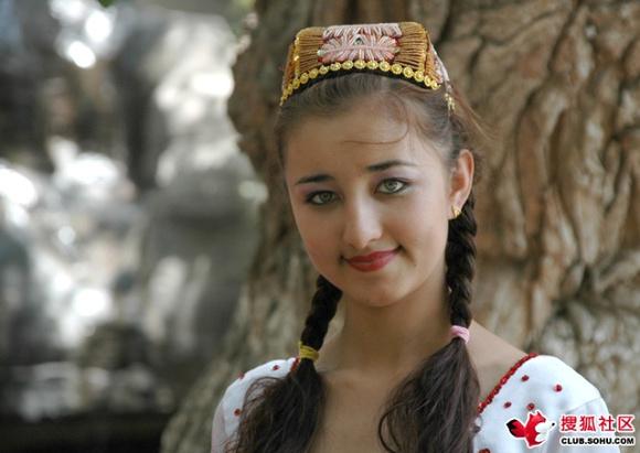 【美女】这个绿眼睛的维吾尔女孩