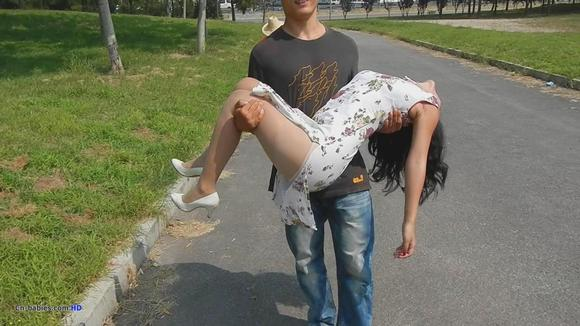 晕倒的美女 打晕吧