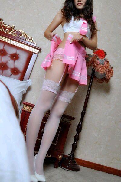 【美丝分享】白色吊带丝袜美女