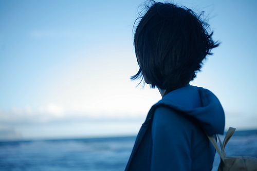 求】有没有这张头像的 蓝色 面向大海的