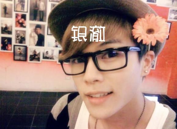 最恶心的一张.我戴朵花~~-Lam先生各种求,感觉你会喜欢我 帅哥吧