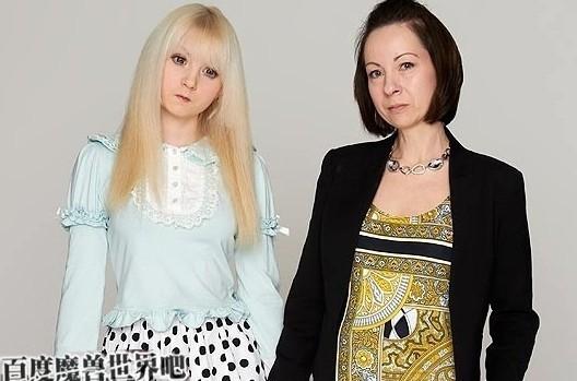 英国15岁美少女爆红 童颜卖萌酷似充气娃娃