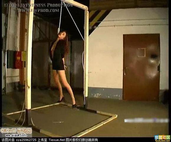 美女挣扎被吊死照片曝光!