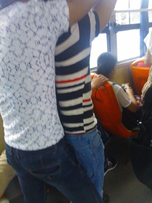 刚坐公交车看到的美女