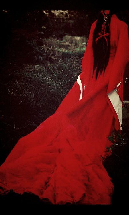 隔云端―红衣美人