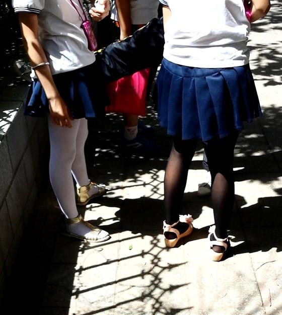 白丝 袜黑丝袜小学生 二 小学门口随拍 白丝袜黑丝袜小学生 二