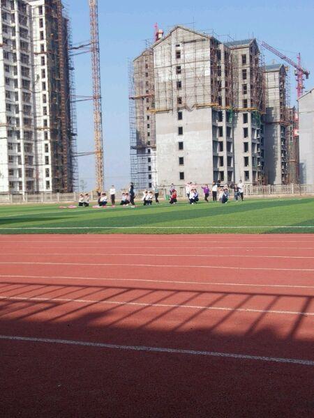 操场直播美女跳舞 郑州铁路技师学院吧