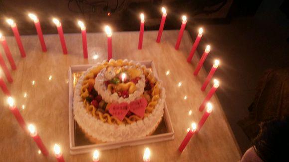 我女朋友帮他老公过生日图片