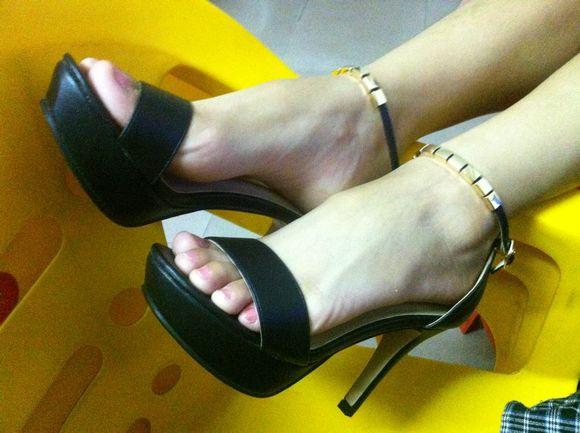 ... 扫 楼 之 美 鞋 大 杂烩 6 17 扫 楼 发现 鞋 架 之 美 鞋