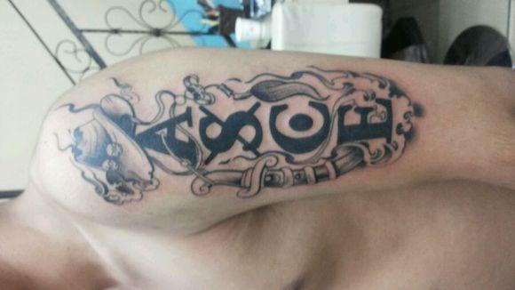 纹身纹好啦.纹得艾斯.快来看看吧图片