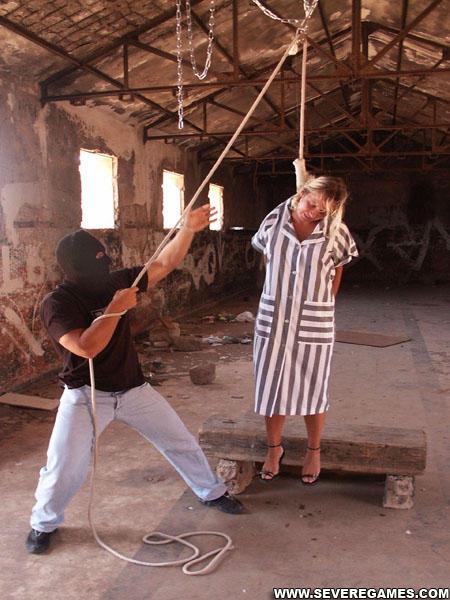 上吊上吊图片上吊女人失禁恐怖上吊  竖