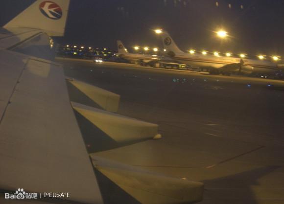 上海虹桥机场夜景图片