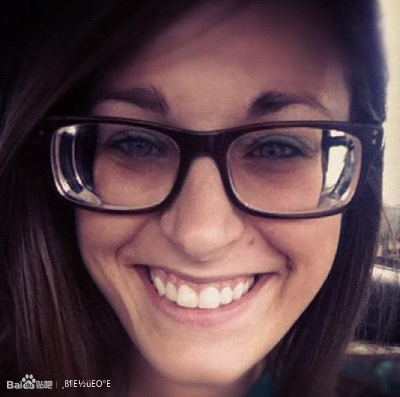 戴高度近视眼镜mm照片