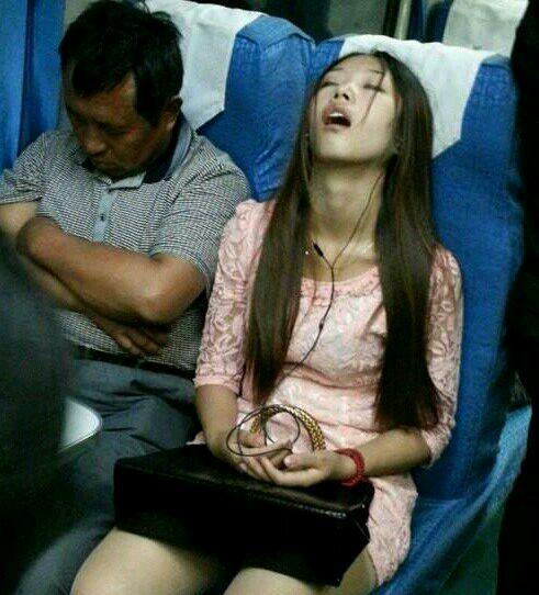 火车上的卧铺美女