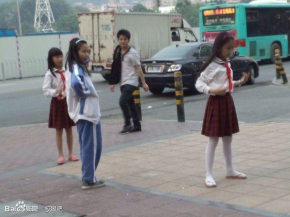 日本小学女生校服图片