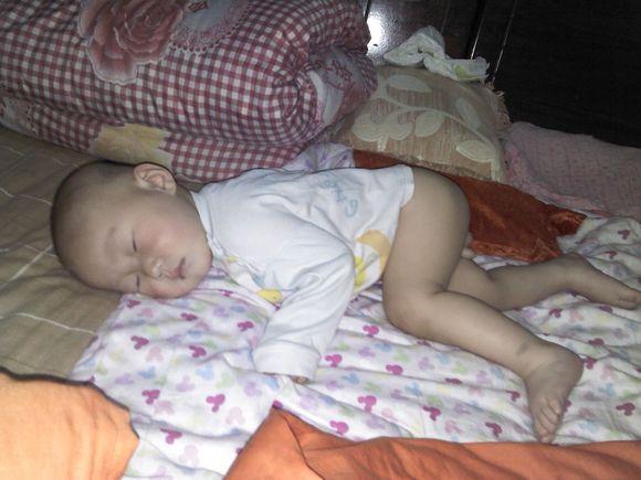 裸睡中的美女照片