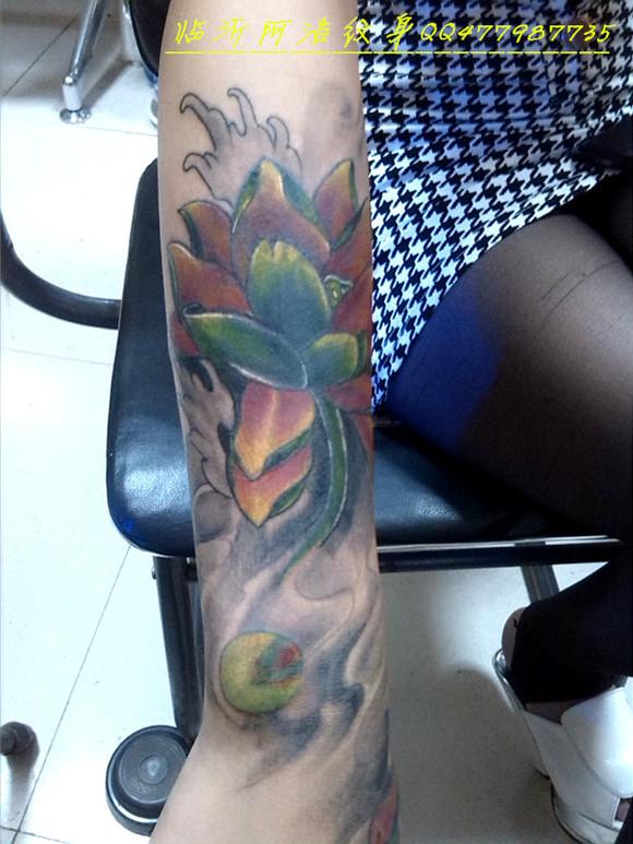 鲤鱼包小臂纹身图案