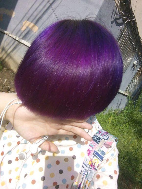 我刚蜡染了紫色头发一个月掉色很严重,都快成黄的了!还能再蜡染吗?图片