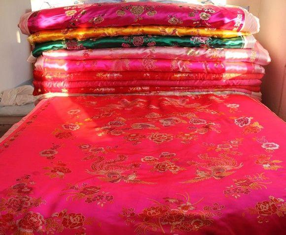 结婚睡绸缎棉被视频