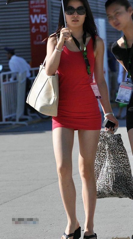 紧身裙包臂美女街拍