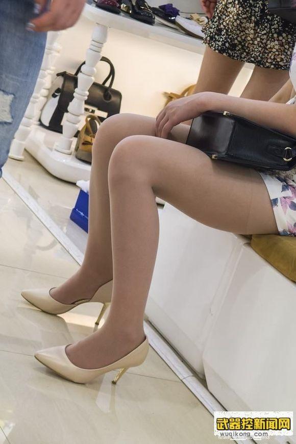 冬天美女穿靴子图片