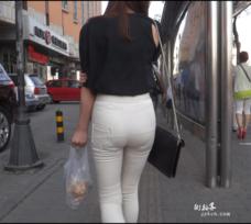 街拍紧身裤营业员
