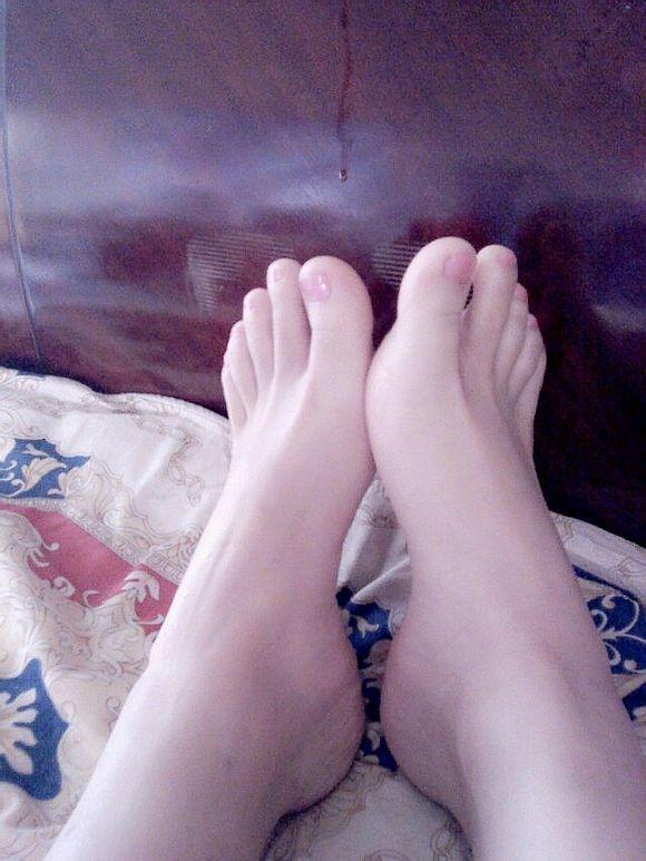 女孩子的脚的图片