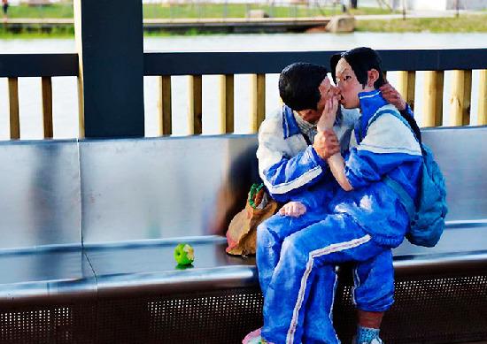 小孩一子早恋接吻视频