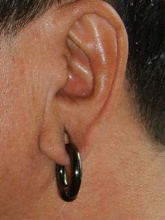 大耳洞重耳环女人图片