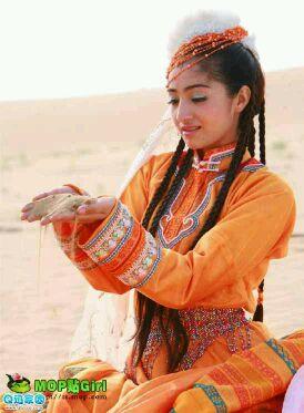 新疆维吾尔族女生图片