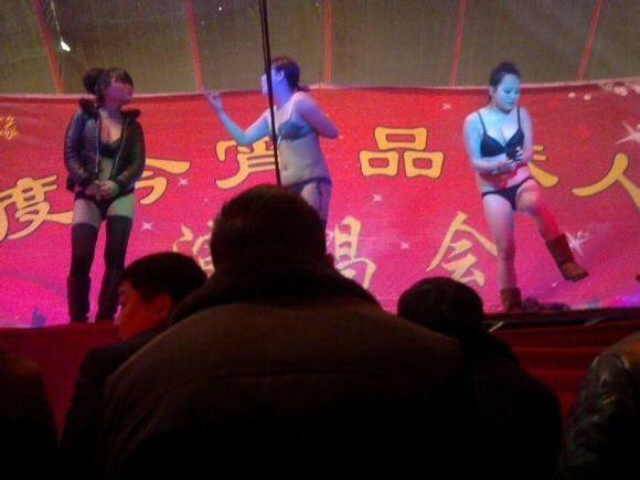 庙会歌舞团开放舞性