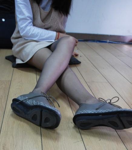 穿丝袜的方法
