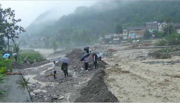 北川中学地震死人图片